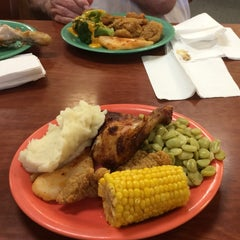 Photo taken at Golden Corral by C. Oliver P. on 7/28/2014