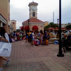 Photo taken at Orlando International Premium Outlets by Viviana B. on 1/22/2013