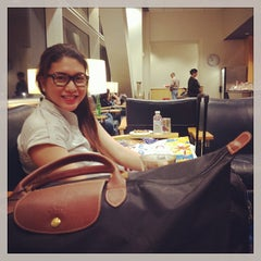 Photo taken at Philippine Airlines Mabuhay Lounge by RJ K. on 9/29/2013