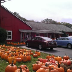Photo taken at Sages Apples by Jayson C. on 10/6/2013