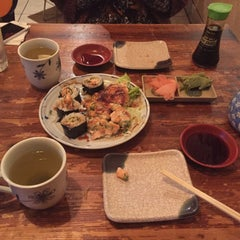 Photo taken at Sushi Momo Tokyo by Esra I. on 1/31/2016