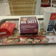 Photo taken at McDonald's by Táila F. on 12/29/2012
