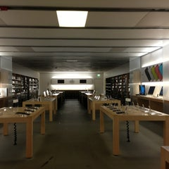 Photo taken at Apple Store, Smith Haven by Eddie J. on 6/8/2013