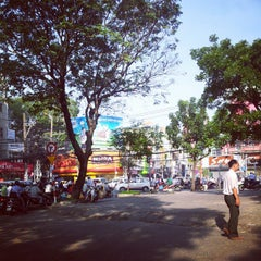 Photo taken at Le Van Tam Park by Trần Quốc Huy on 11/7/2012