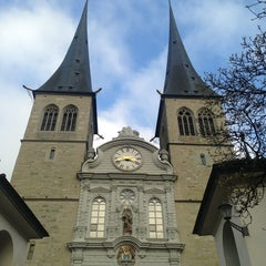 Photo taken at Hofkirche by Yunji C. on 1/22/2014