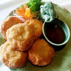 Photo taken at Busaba Thai Restaurant by NAQSZADA on 11/10/2013