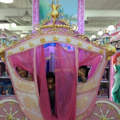 """Photo taken at Toys""""R""""Us by NAQSZADA on 9/23/2015"""