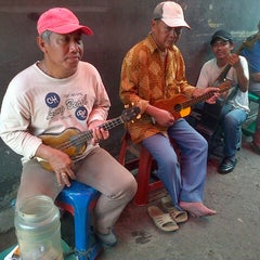 Photo taken at Sate Keroncong Jatinegara by Hannah A. on 7/27/2013