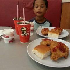 Photo taken at KFC by Deen J. on 5/11/2013