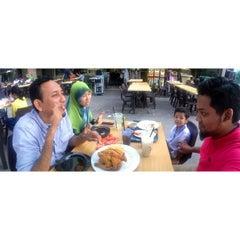 Photo taken at Mr Teh Tarik Eating House by dayat i. on 3/12/2013
