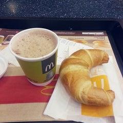 Photo taken at McDonald's and McCafé by Noémi B. on 6/25/2013