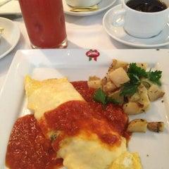 Photo taken at Gino's by Eduardo V. on 11/4/2012