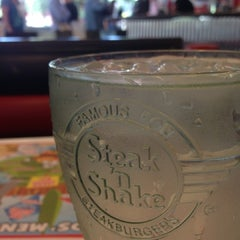 Photo taken at Steak 'n Shake by Marlin S. on 7/16/2013