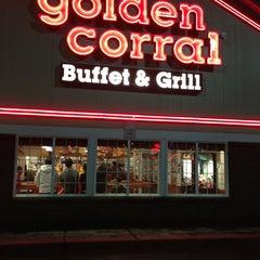Photo taken at Golden Corral by Celestine L. on 12/31/2012