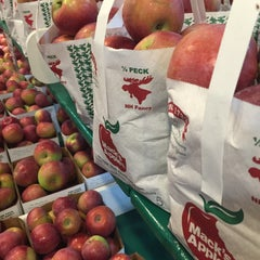 Photo taken at Mack's Apples by Craig M. on 10/3/2015