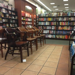 Photo taken at Barnes & Noble by Cheryl B. on 8/11/2013