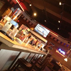 Photo taken at Logan's Roadhouse by Matt Roxana W. on 12/28/2012