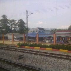 Photo taken at สถานีรถไฟรือเสาะ (Ruso) SRT4411 by Teh G. on 3/31/2013