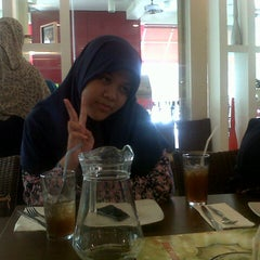 Photo taken at Pizza Hut by Rizqi R. on 6/25/2013
