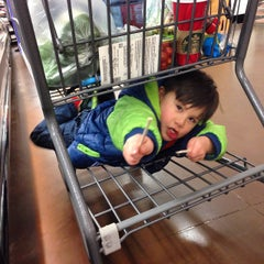 Photo taken at Hannaford Supermarket by Eduardo O. on 12/13/2014