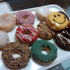 Photo taken at Dunkin' Donuts by fitri vthree on 6/11/2015