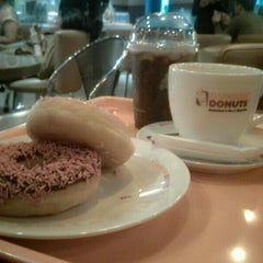 Photo taken at Dunkin' Donuts by fitri vthree on 1/10/2016