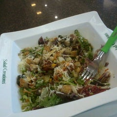 Photo taken at Salad Creations by Gimene R. on 12/8/2012