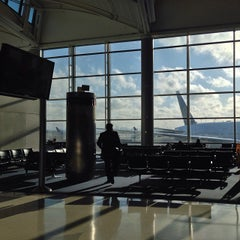 Photo taken at Newark Liberty International Airport (EWR) by alba on 10/13/2013