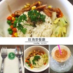 Photo taken at Wong Kok Char Chan Teng 旺角茶餐厅 by Yasmine L. on 7/19/2015