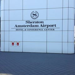 Photo taken at Sheraton Amsterdam Airport Hotel and Conference Center by Roelof J. on 7/7/2013