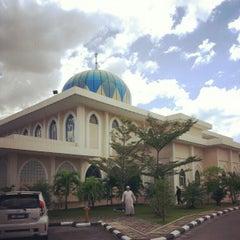 Photo taken at Masjid Al-Hidayah by Muhammad I. on 2/9/2013