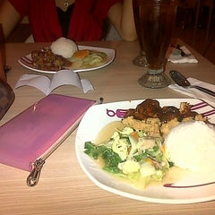 Photo taken at Solaria by Cencen H. on 4/9/2014