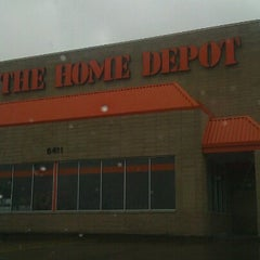Photo taken at The Home Depot by 🇺🇸bob b. on 9/29/2012
