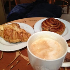 Photo taken at Starbucks by Alexander P. on 11/6/2012