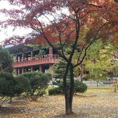 Photo taken at 보신각 (普信閣, Bosingak) by 육철민 T. on 11/12/2012