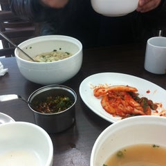 Photo taken at 민속칼국수 by Elf W. on 1/24/2011