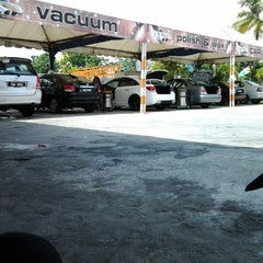 Photo taken at Analusia Car Wash by Shuhada S. on 5/1/2013