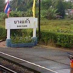 Photo taken at สถานีรถไฟบางแก้ว (Bang Kaeo) SRT4331 by Muhammad Y. on 2/24/2013