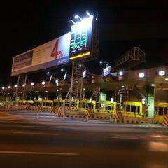 Photo taken at ด่านฯ ประชาชื่น - ขาออก (Prachachuen Toll Plaza - Outbound) by Muai K. on 2/3/2014