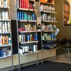 Photo taken at Great Clips by Rosa H. on 8/31/2013