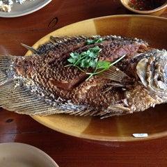 Photo taken at สวนอาหาร พรหมท่าซุง by papassorn a. on 12/5/2014