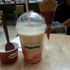 Photo taken at Häagen-Dazs by Arely M. on 3/5/2013