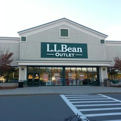 Photo taken at L.L.Bean Outlet Store by Richard H. on 10/12/2012