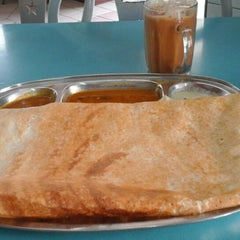 Photo taken at Restoran Fareed by Zulkeffly I. on 1/8/2015