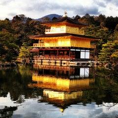 Photo taken at 北山 鹿苑寺 (金閣寺) (Kinkaku-Ji Temple) by paipoi on 1/29/2013