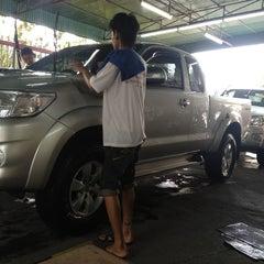 Photo taken at Toyota JD Car กัลปพฤกษ์ by pawat k. on 1/19/2013