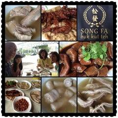 Photo taken at Song Fa Bak Kut Teh 松发肉骨茶 by Raymond L. on 6/9/2013
