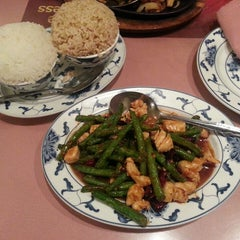 Photo taken at Hunan Home's Restaurant by Cristi on 8/29/2013
