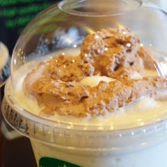 Photo taken at Starbucks by Yovent on 5/21/2015
