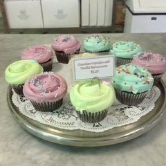 Photo taken at Magnolia Bakery by Lillian W. on 6/14/2013